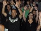 Haut les mains... haut les mains...  haut les mains...!!!